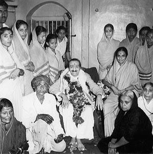Meher Baba At Sakori Ashram of Sadguru Upasni Maharaj
